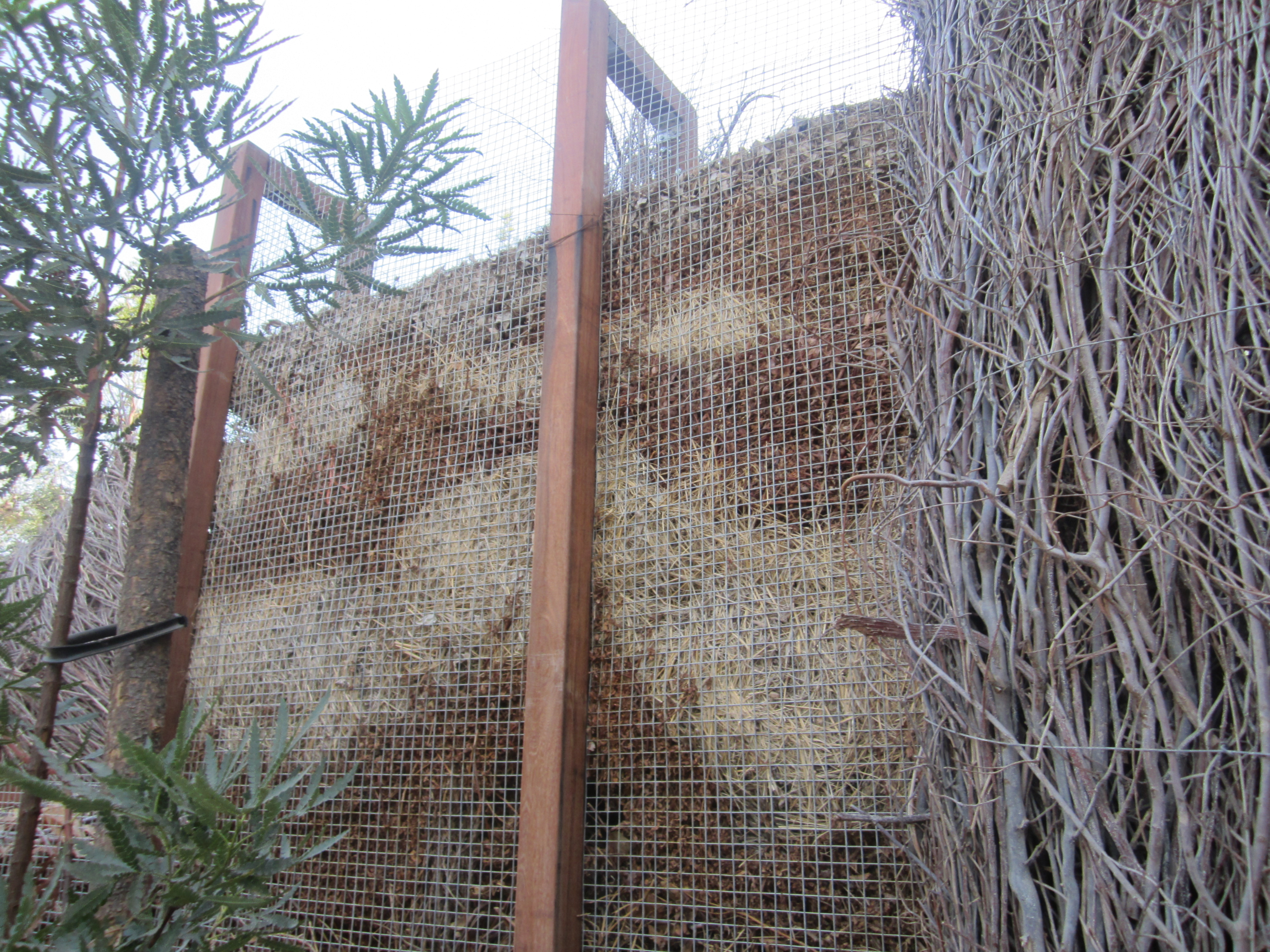 Making a compost pile - Compost Wall